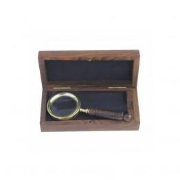 Лупа с деревянной ручкой